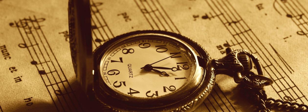 Продать антикварные часы в Москве